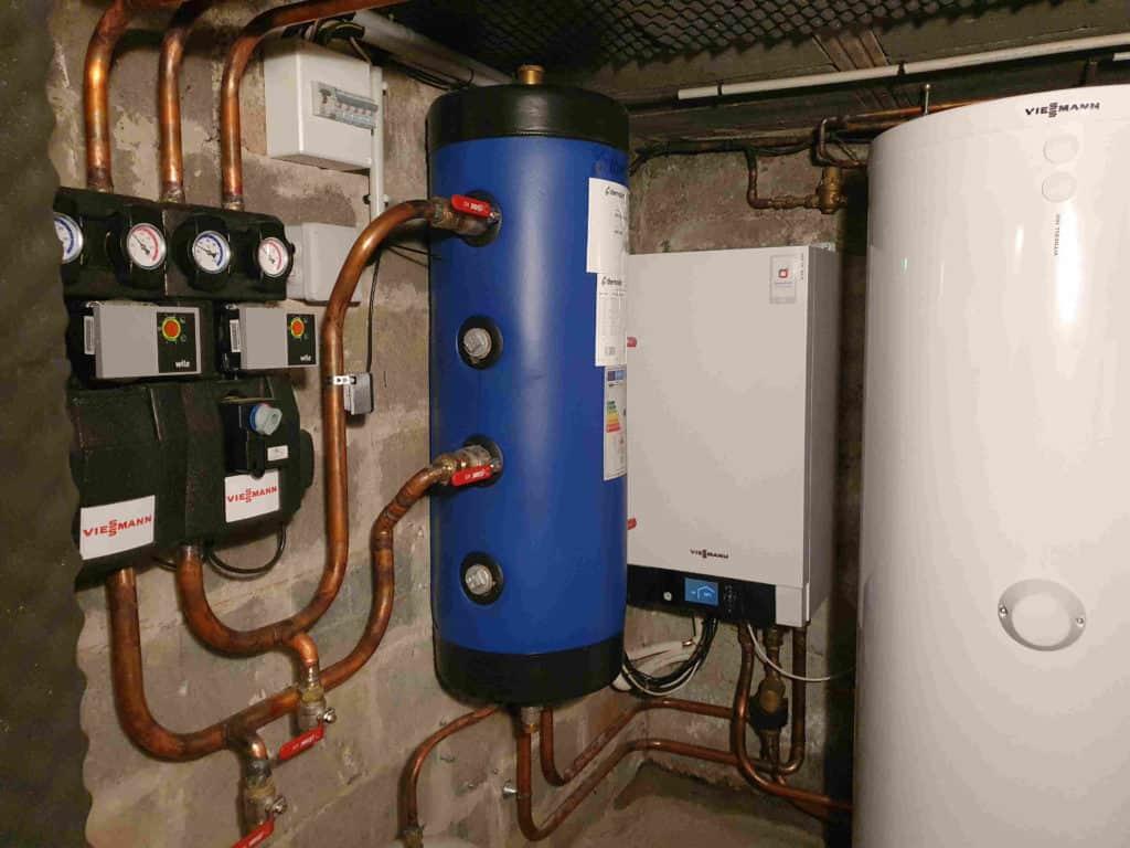 Planete Energies installe une pompe a chaleur air eau sur la ville de Tassin